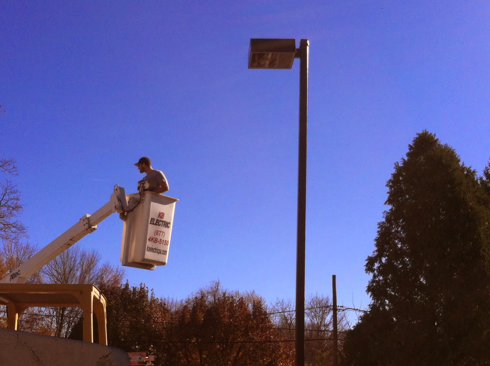 light pole repair - bucket truck services